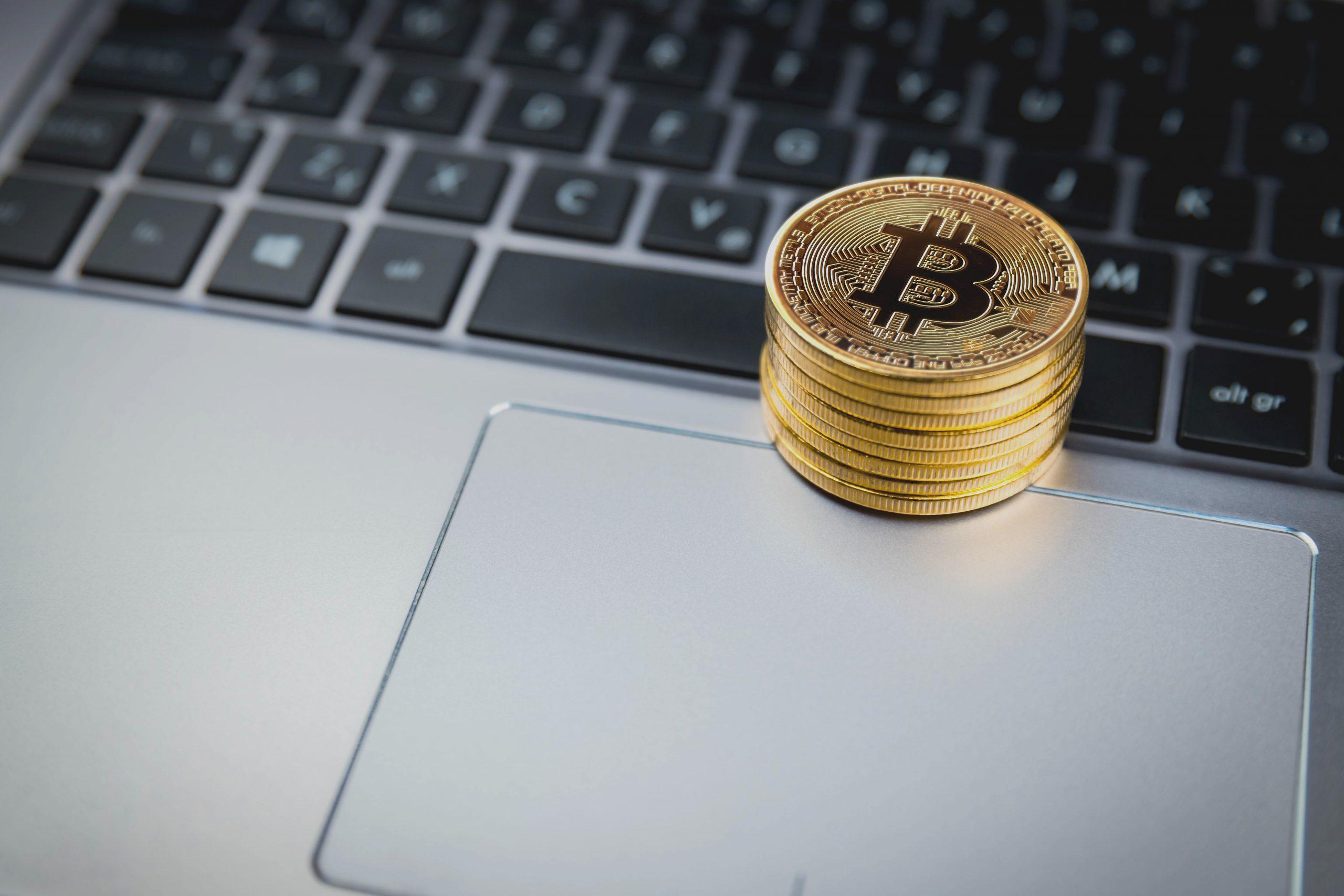 Cara termudah untuk membeli Bitcoin dengan kartu kredit / debit sejauh ini
